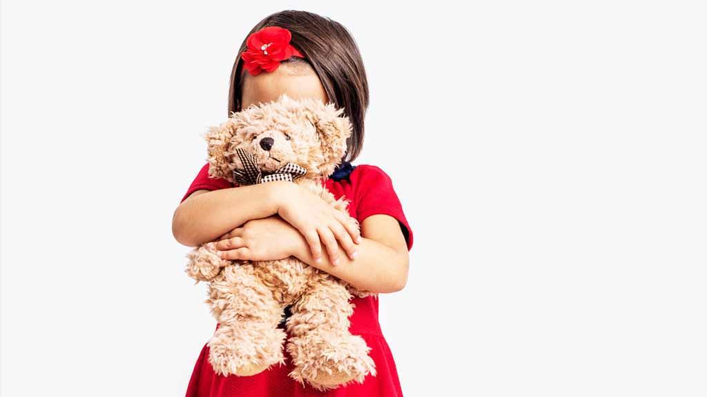 Как преодолеть застенчивость и неуверенность ребенка